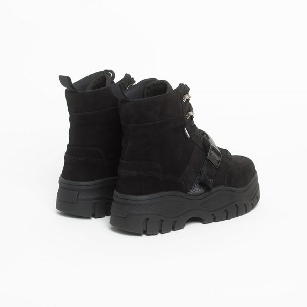 006-track-boot-black-trasera